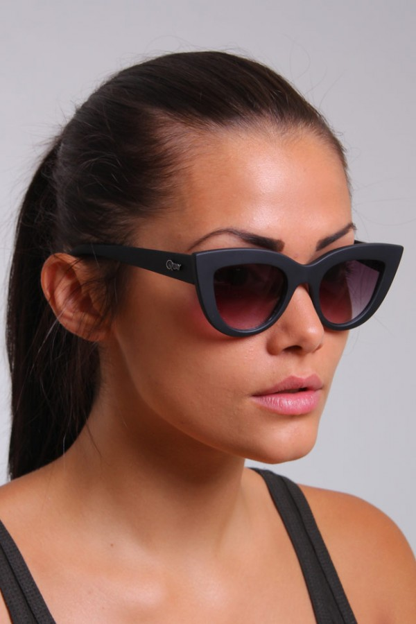 QUAY Eyeware - Kitti Black - Retro Solglasögon