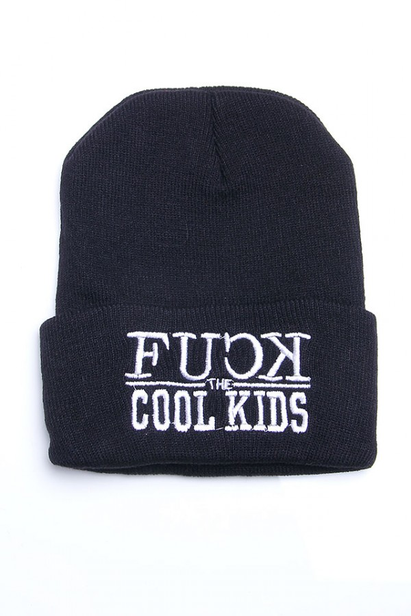 Svart Beanie - Fuck The Cool Kids
