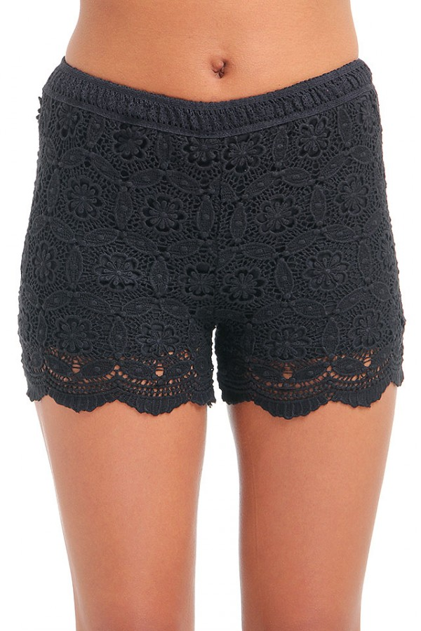 Virkade Shorts - Black Poppy