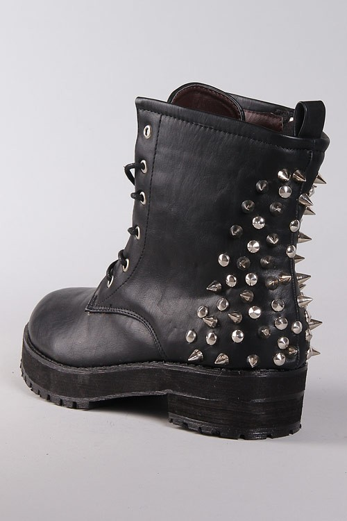Boots Med Nitar - Black Spikes