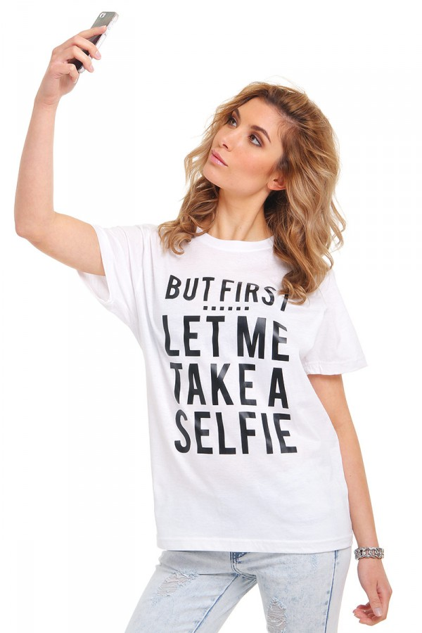 Vit T-Shirt Med Tryck - Let Me Take A Selfie