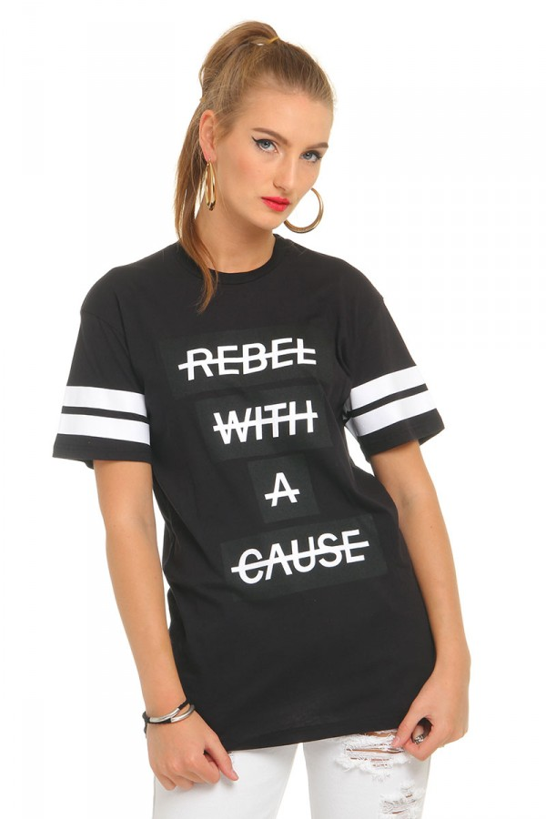 Svart T-Shirt - Rebel With A Cause